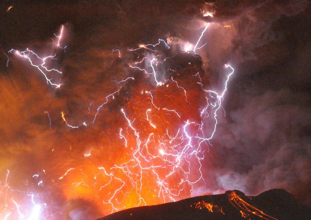 Еще один известный центр «Грязных гроз» расположен в Чили . Это извержение чилийского вулкана П
