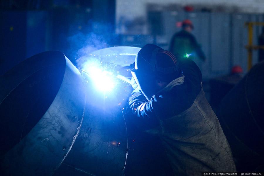 На заводе имеется лаборатория для проведения аэродинамических, акустических и прочностных испыт