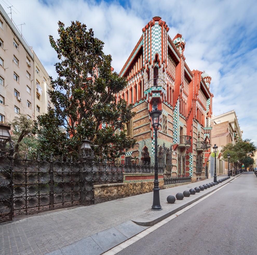 В первом доме архитектора Антонио Гауди в Барселоне откроется культурный центр (12 фото)