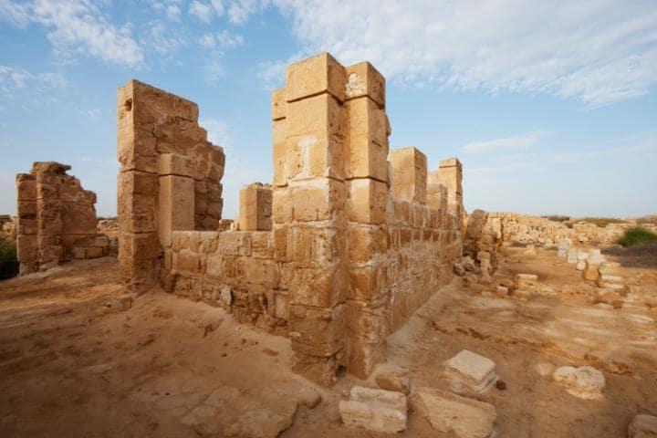 Древний комплекс Абу-Мена, Египет. Под угрозой с 2001 года.