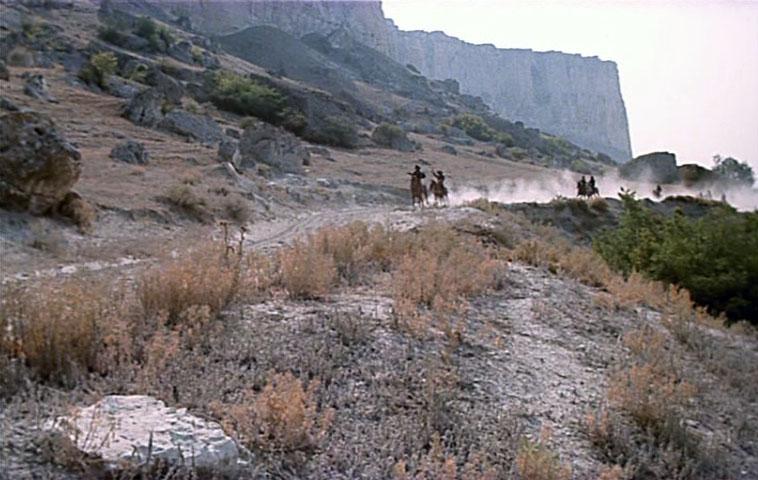 С лошадьми было связано еще одно ЧП. Украли жеребца Малыша, пропала с ним вместе бесследно и кобыла