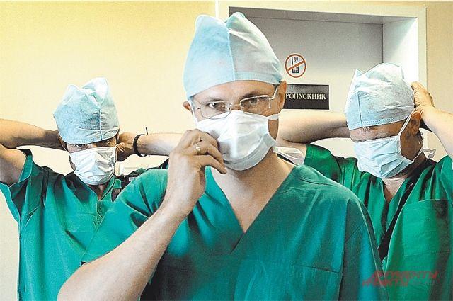 Кубанские мед. сотрудники удалили пациенту парализовавший ноги горб
