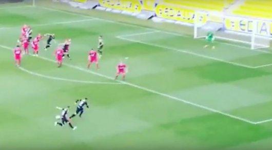 Украинский футболист не отыскал мяч впроцессе розыгрыша штрафного