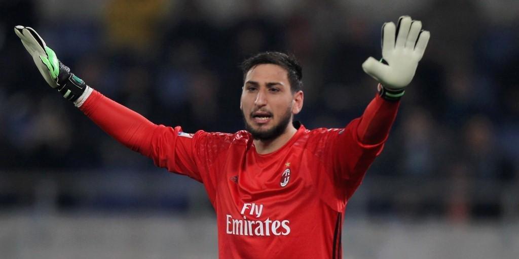 Голкипера «Милана» забросали фальшивыми деньгами вовремя матча