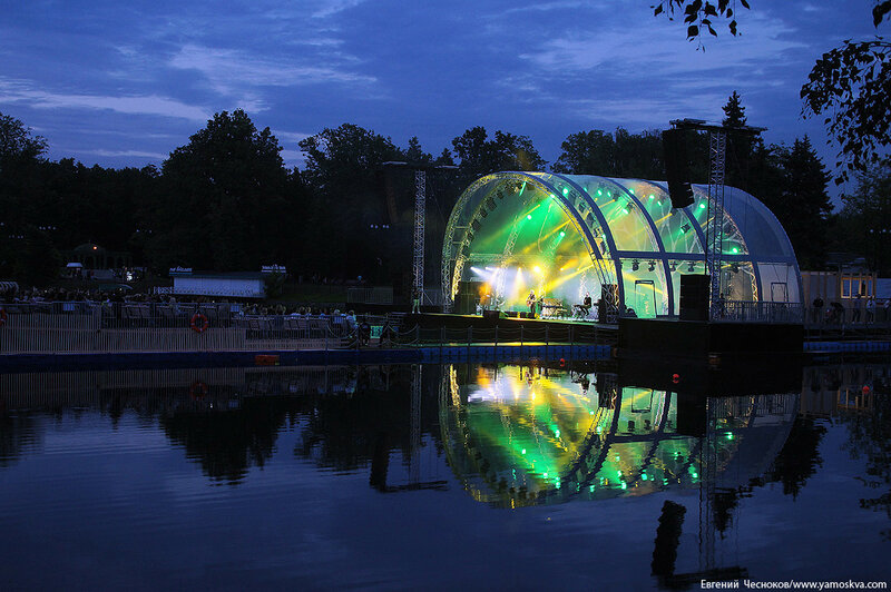 Сцена на воде. парк Останкино. 29.06.17.07..jpg