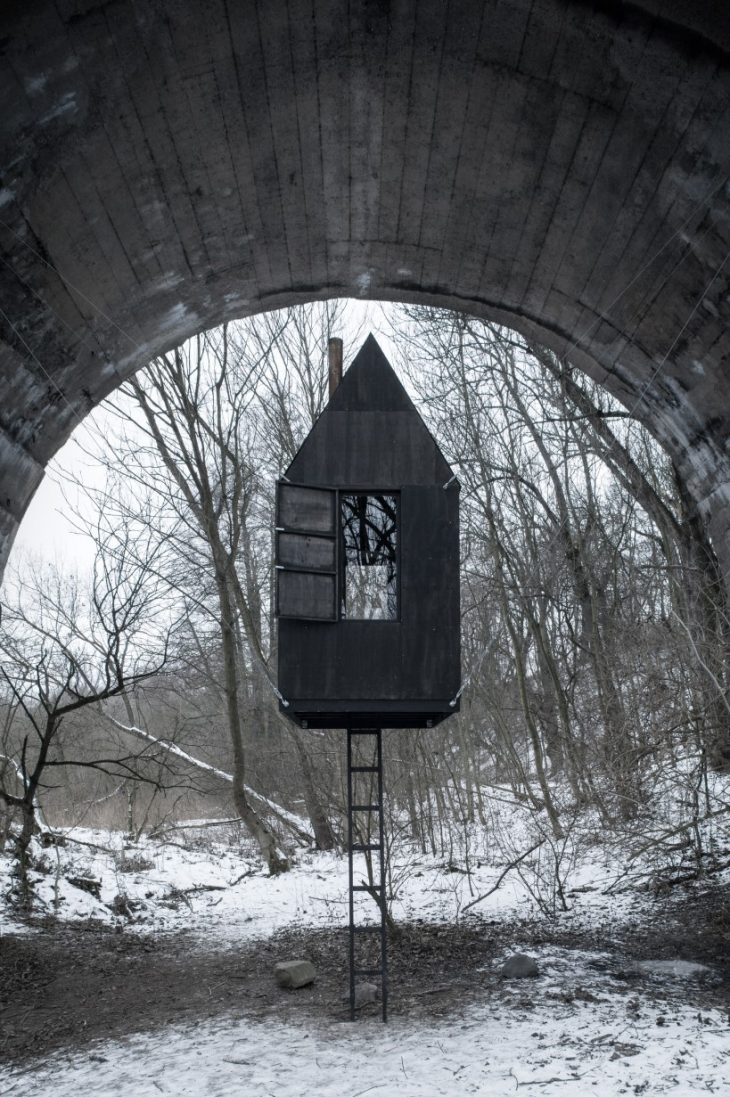 Black Flying House by H3T Architekti