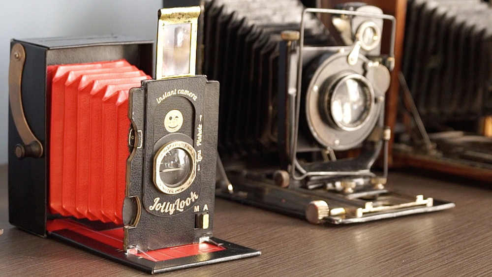 The Jollylook Is a 'Retro' Folding Polaroid Camera Made from Recycled Cardboard