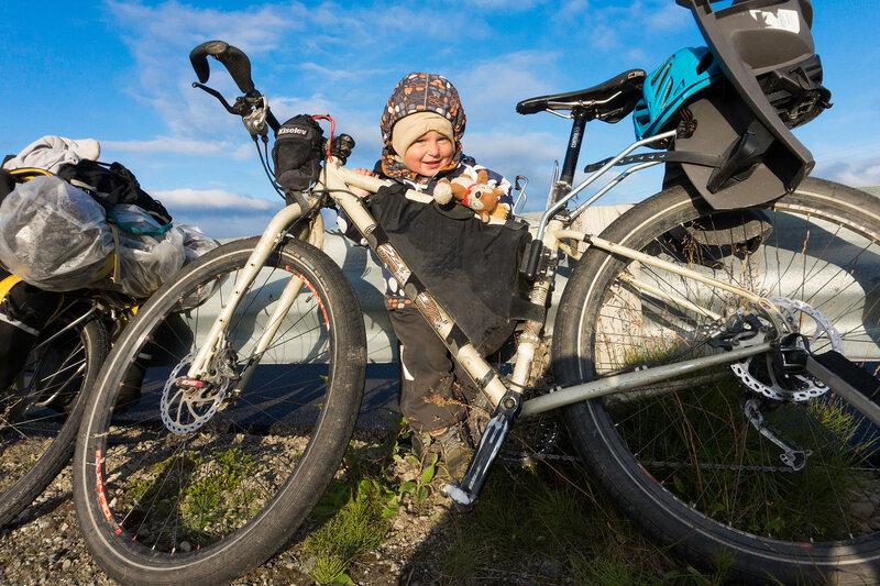 двухлетний ребенок в велопоходе
