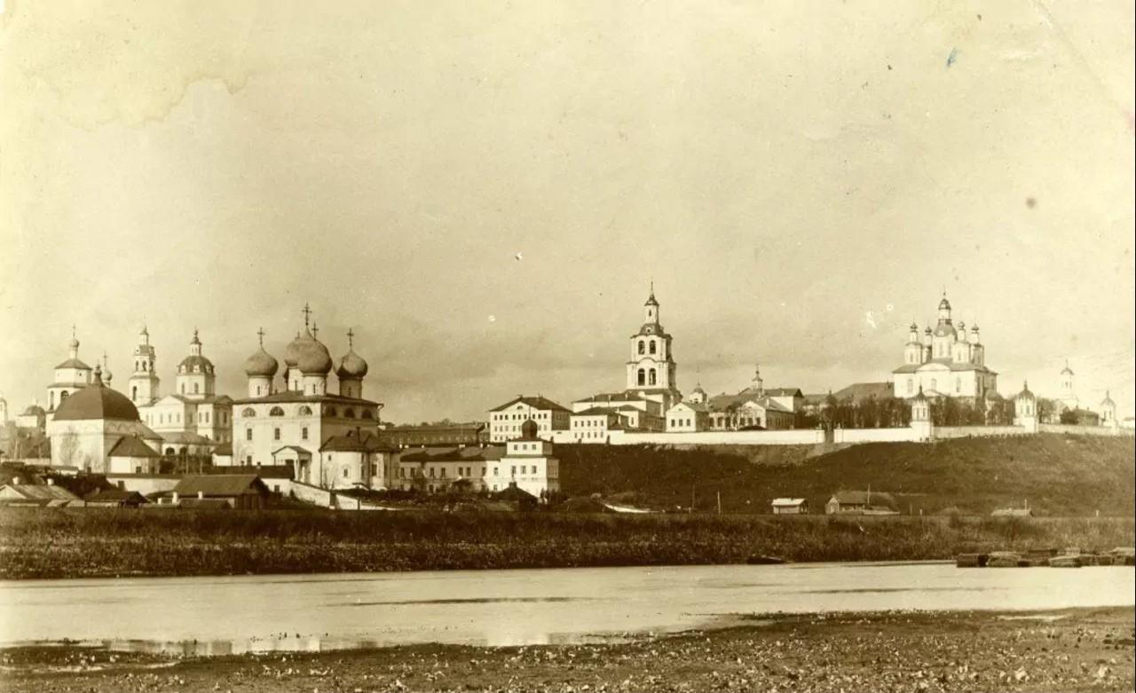 Кремль и Трифонов монастырь