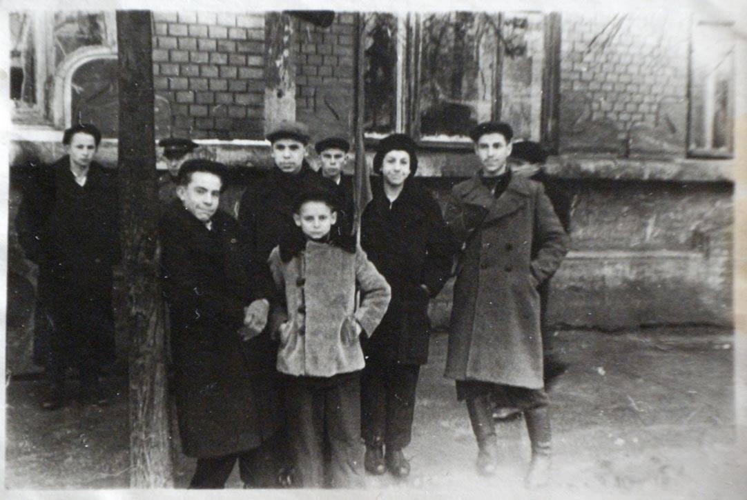 1950. Ребята собрались на демонстрацию. 7 ноября
