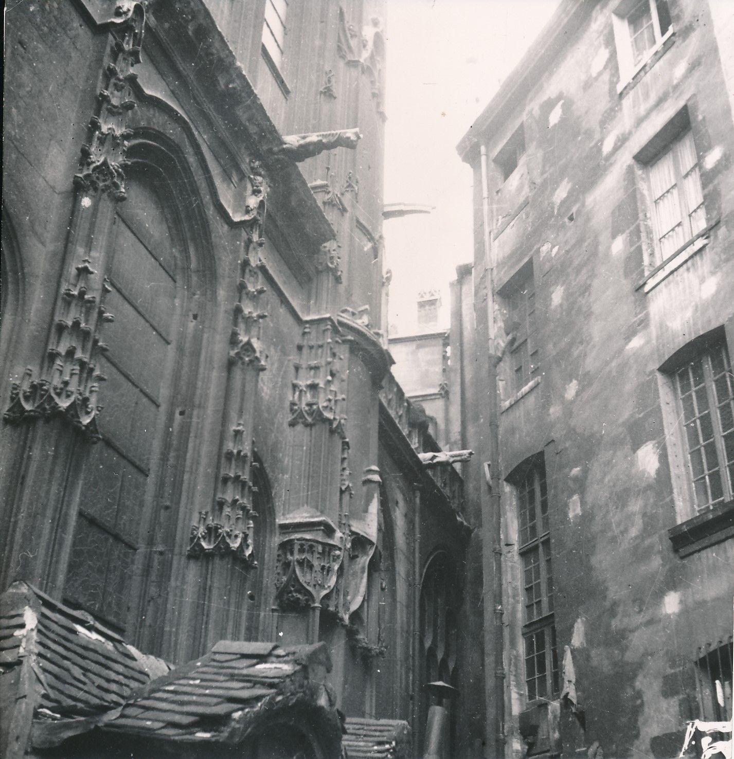 Возле церкви Сен-Жерве