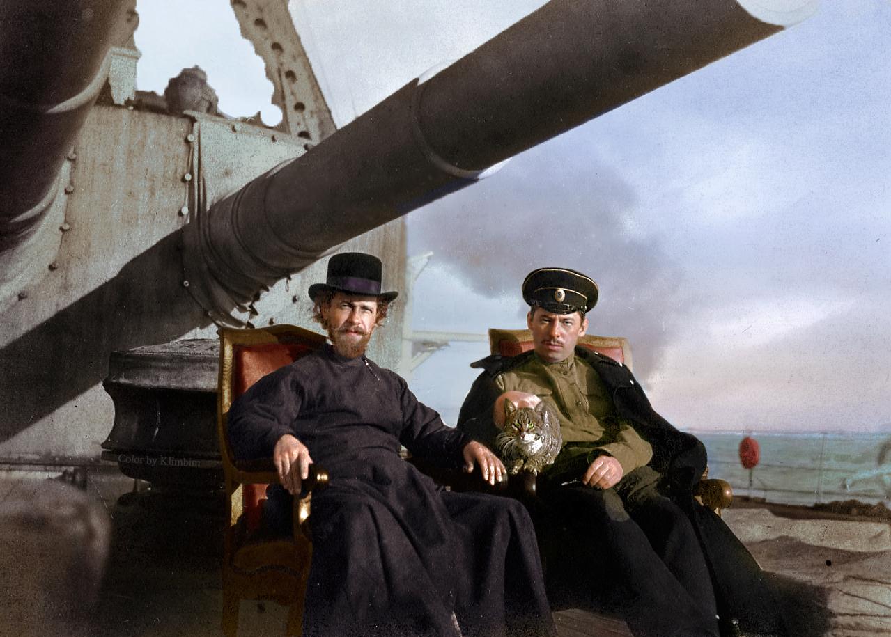 Н.П. Солодков с корабельным доктором и кошкой в Бизерте (Тунис). 1920-е годы