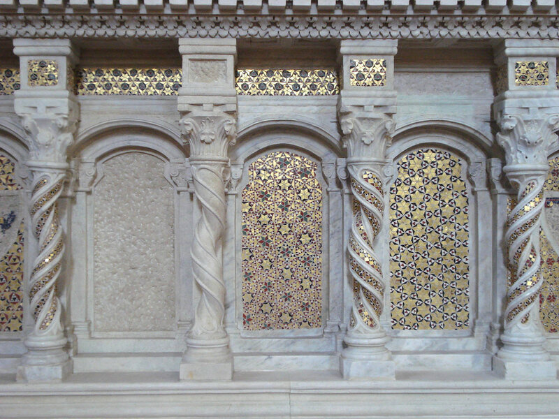021-мавзолей Брея (нижняя часть, центр).jpg