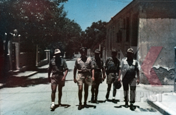 stock-photo-ww2-color-greece-1943-wehrmacht-tropical-uniform-m40-camo-helmet-shorts-officers-afrika-korp-hat-8314.jpg