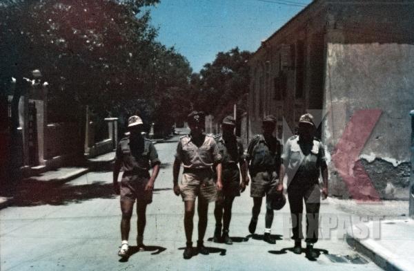 stock-photo-ww2-color-greece-1943-wehrmacht-tropical-uniform-m40-camo-helmet-shorts-officers-afrika-korp-hat-8314.jpg