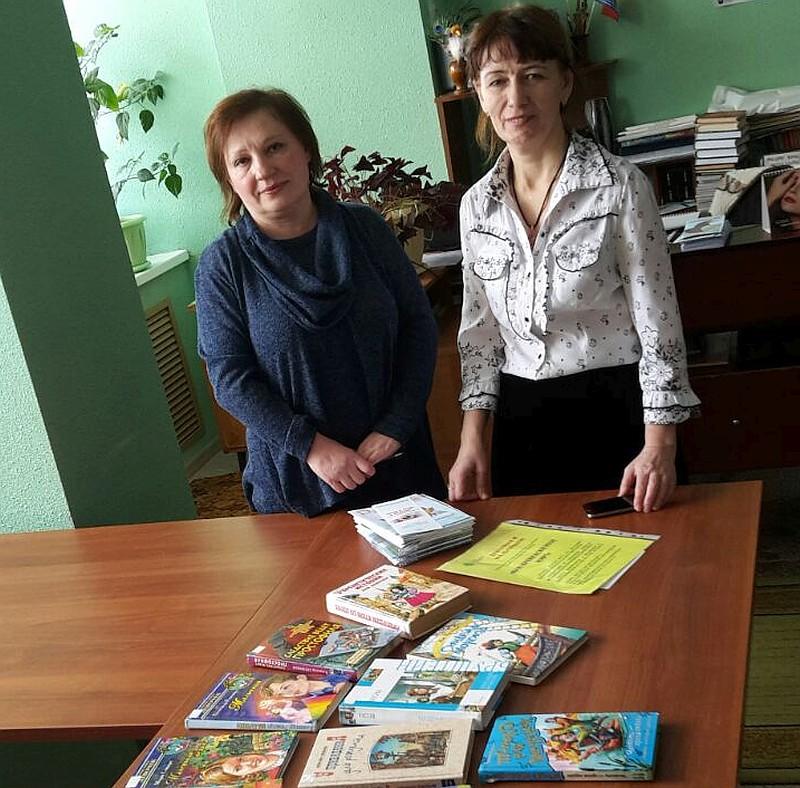 На фото Э.С. Прохорова, библиотекарь Областной детской библиотеки и З.Г. Швец, библиотекарь села Клепка