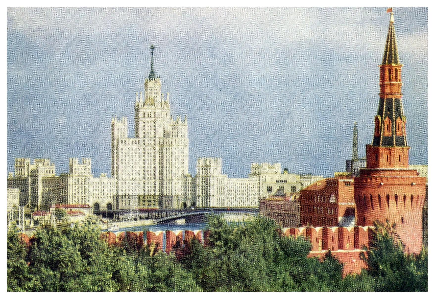 Открытка с видом на москву стоит 15 рублей