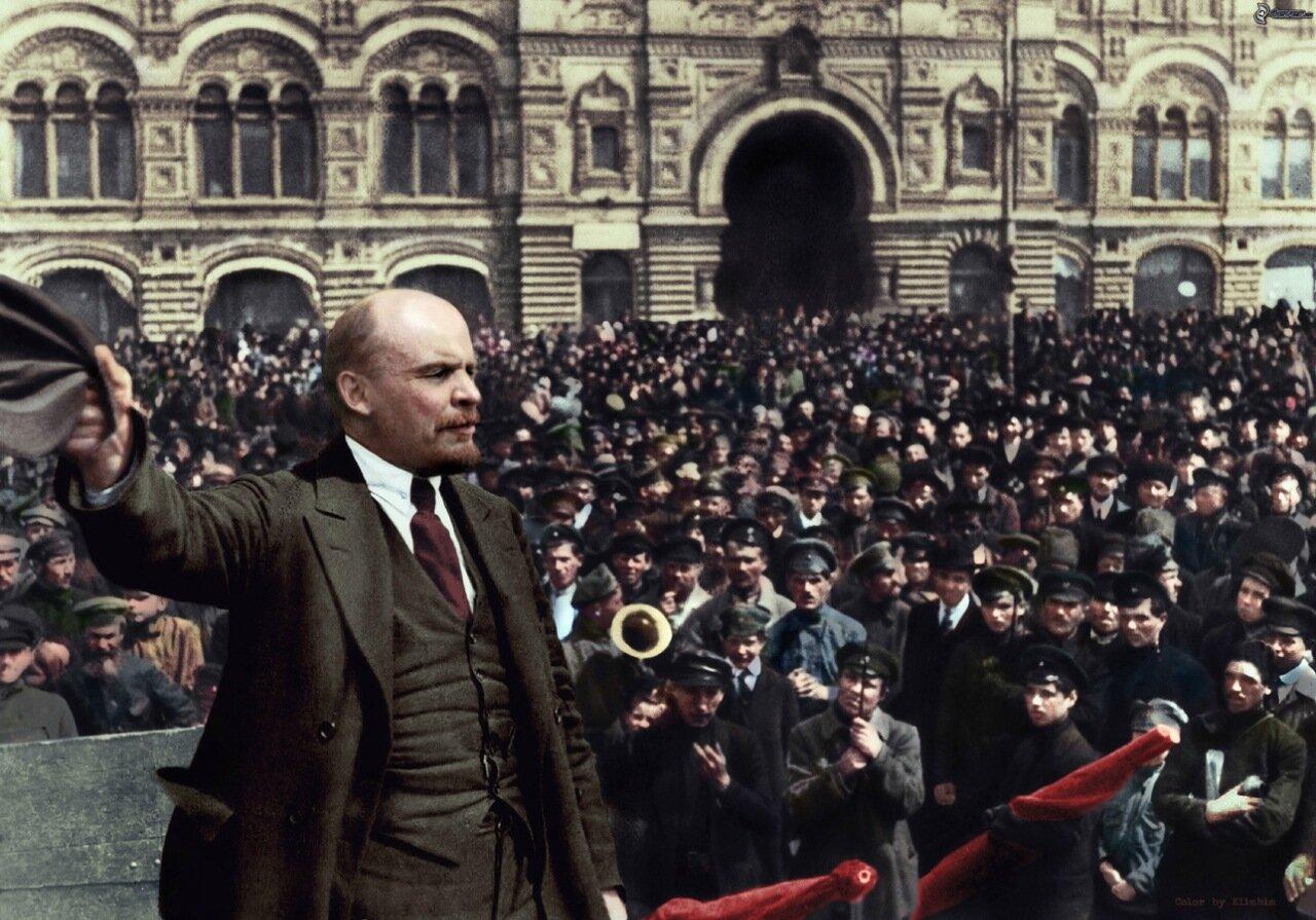 3. В. И. Ленин произносит речь перед полками Всевобуча на Красной площади. Москва, 25 мая 1919 г.