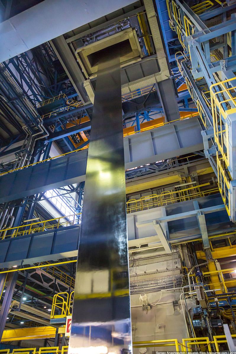 10. После охлаждения сталь спускается на контрольный пост, где автоматика контролирует соблюден
