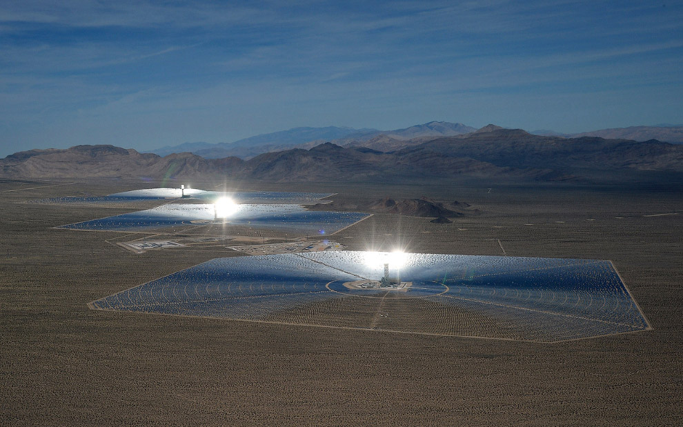 Выходная мощность крупнейшей в мире солнечной электростанции составляет почти 392 МВт. (Фото Et