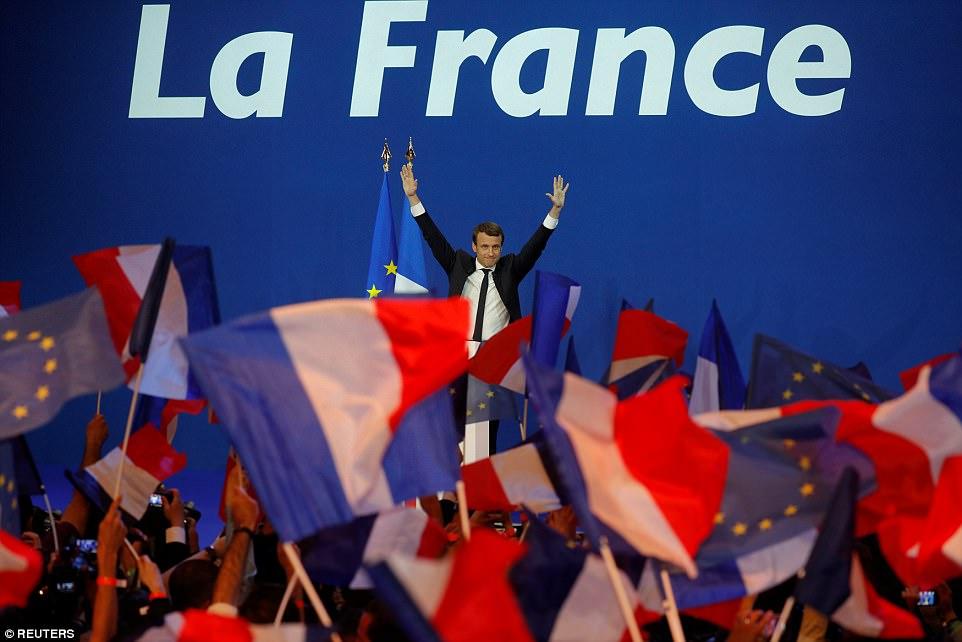 В первом туре выборов в президенты Франции Эммануэль Макрон получил 23,75% голосов избирателей. У ег