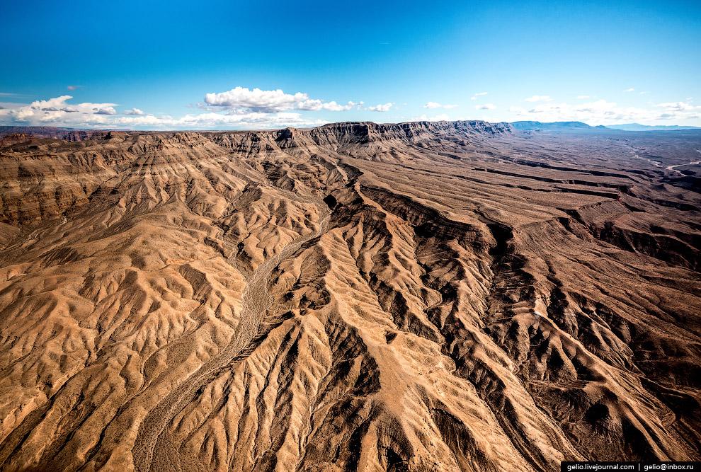 3. Большой каньон или Гранд-каньон (Grand Canyon). Образованная руслом реки Колорадо глубокая д