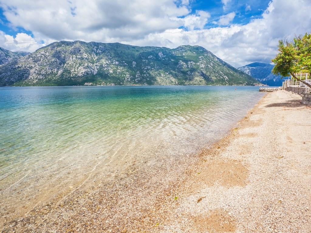 Местные курорты известны, как идеальное место для бюджетного отпуска. Общая протяженность всех пляже