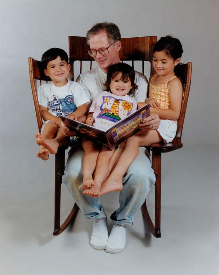 Кресло-качалка для четверых Storytime Rocking Chair.