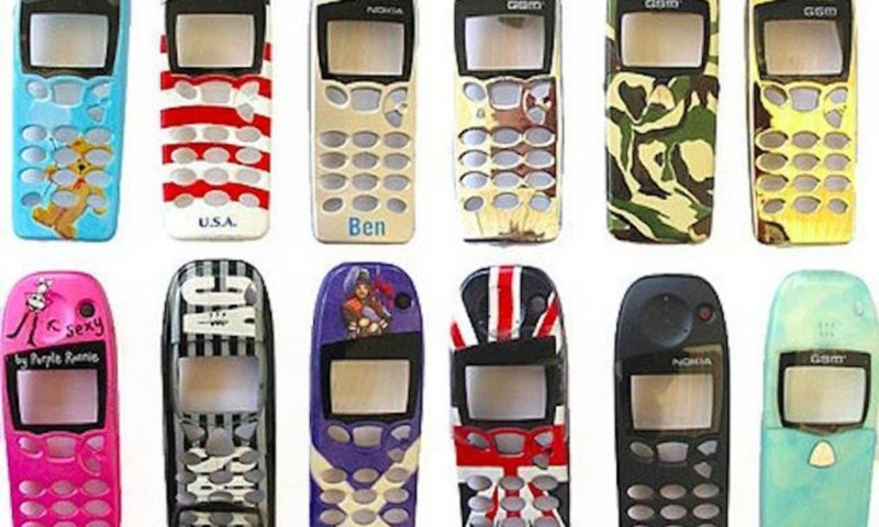 Первый телефон с камерой: Sharp J-SH04 (2000 год) Sharp J-SH04 вышел в Японии в 2000 году. Это первы