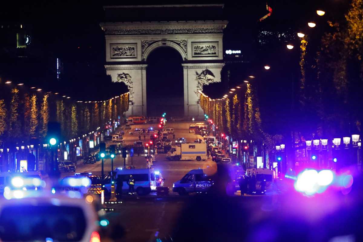Встолице франции завершились акции протеста вдень выборов президента