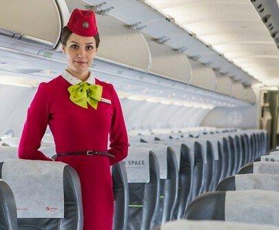 Почему стюардессы прячут руки за спину