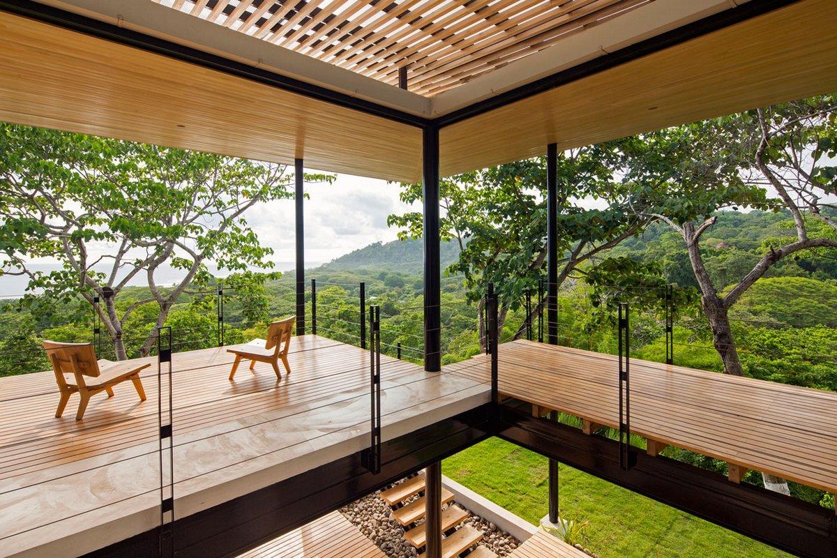 балкон в частном доме с видом на океан