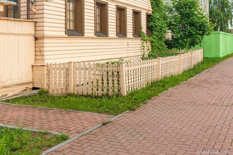 Резной палисад, Вологда