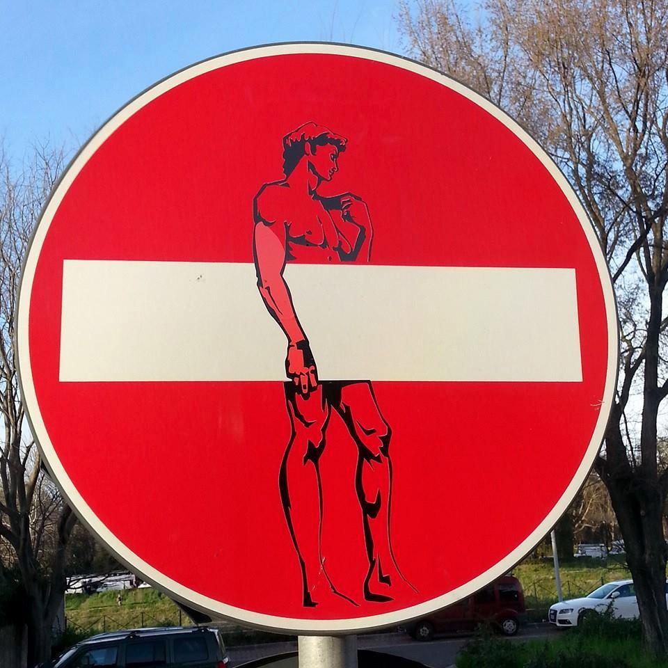 Clet Abraham e suas intervencoes em placas de ruas