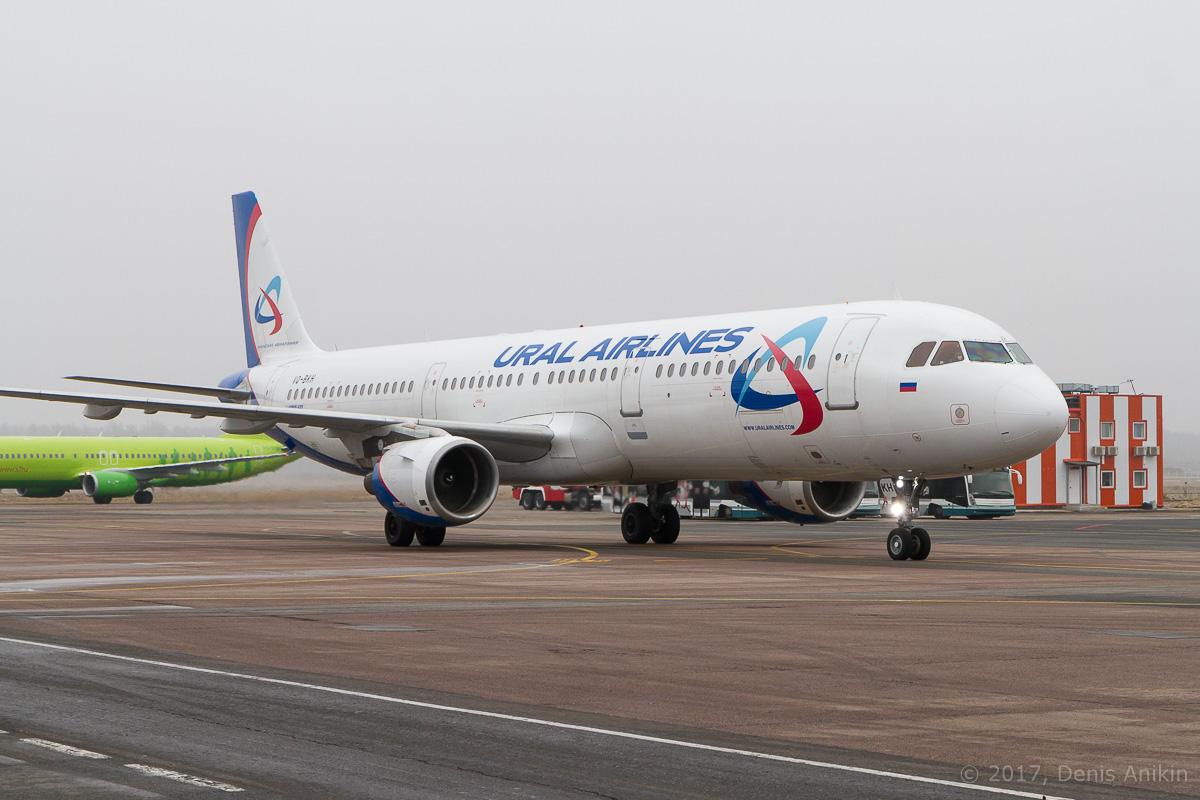 самолёт Airbus A321-200 VQ-BKH Уральские авиалинии