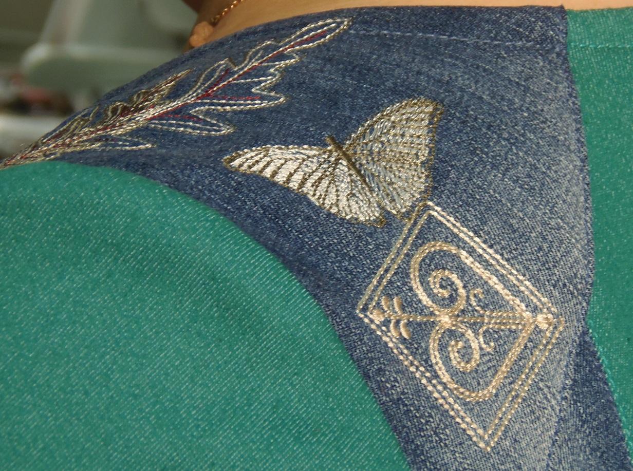 Бабочка на плече.
