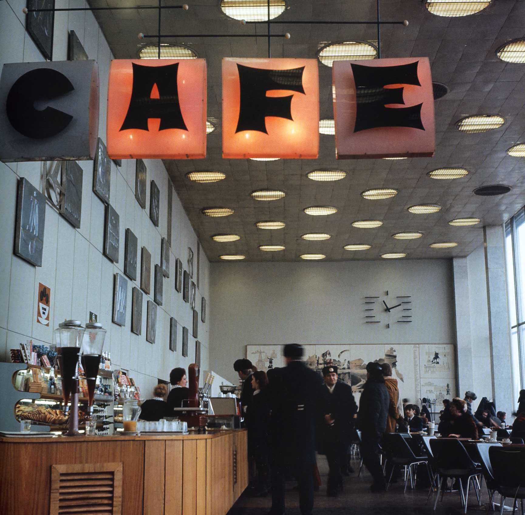 1970. Кафе