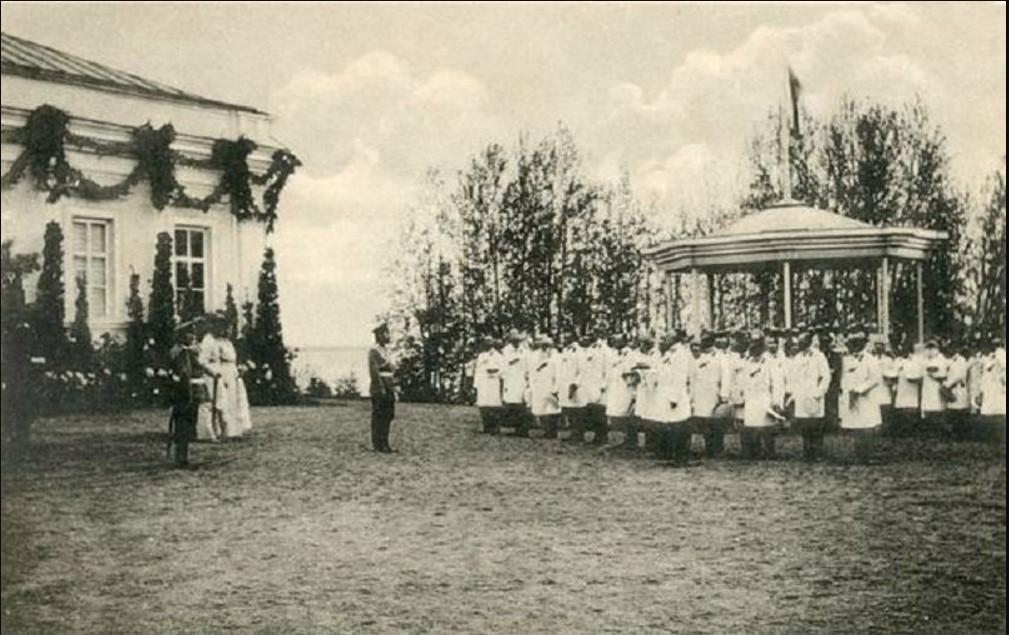 Николай II принимает представителей дворянства Владимирской губернии в имении Ботик, 1913