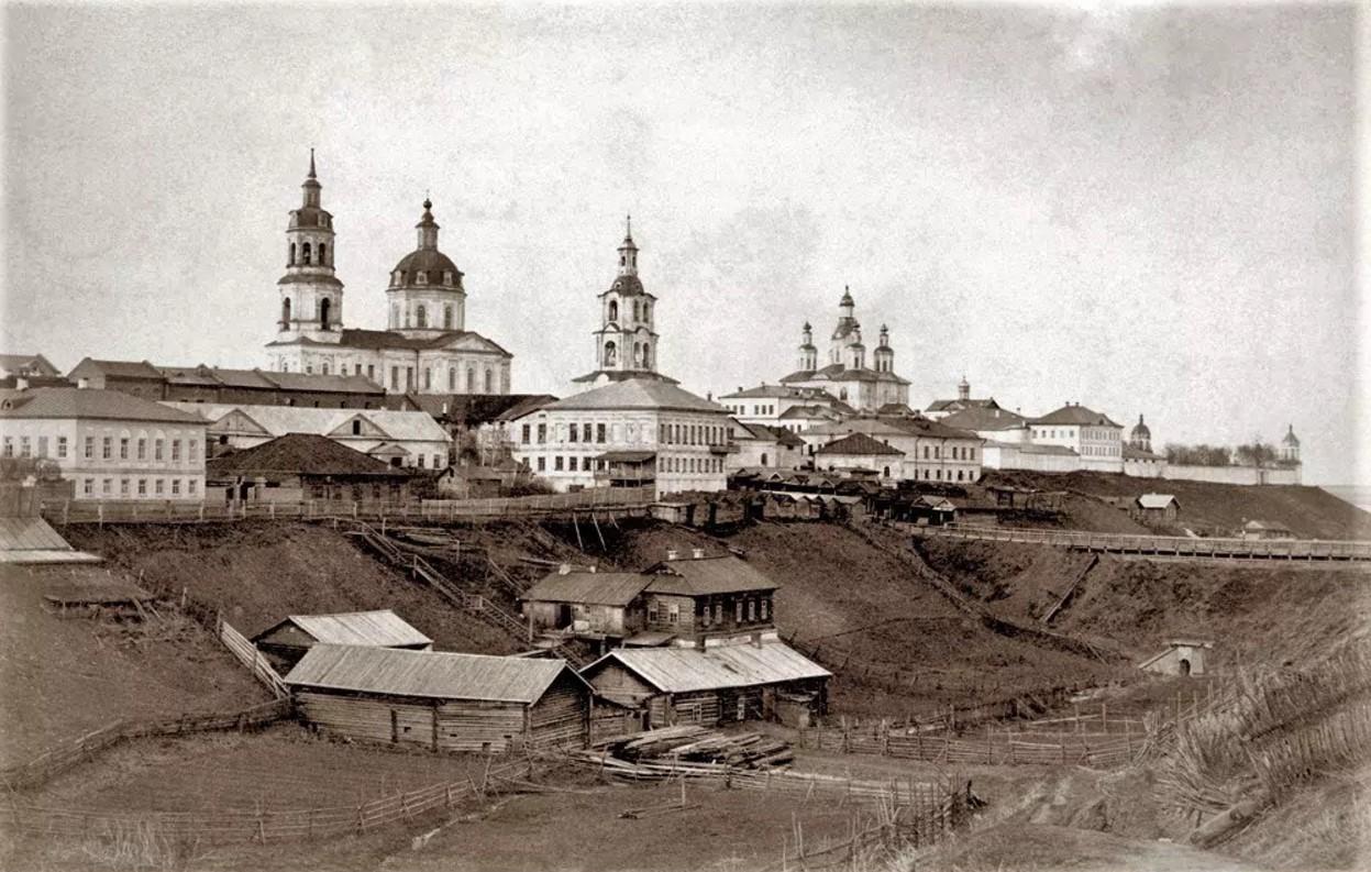 Вид на кремль с ул. Монастырской Набережной
