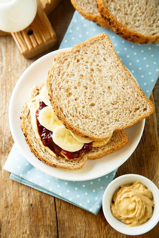 Арахисовые десерты: сэндвич и шортбред миллионера.