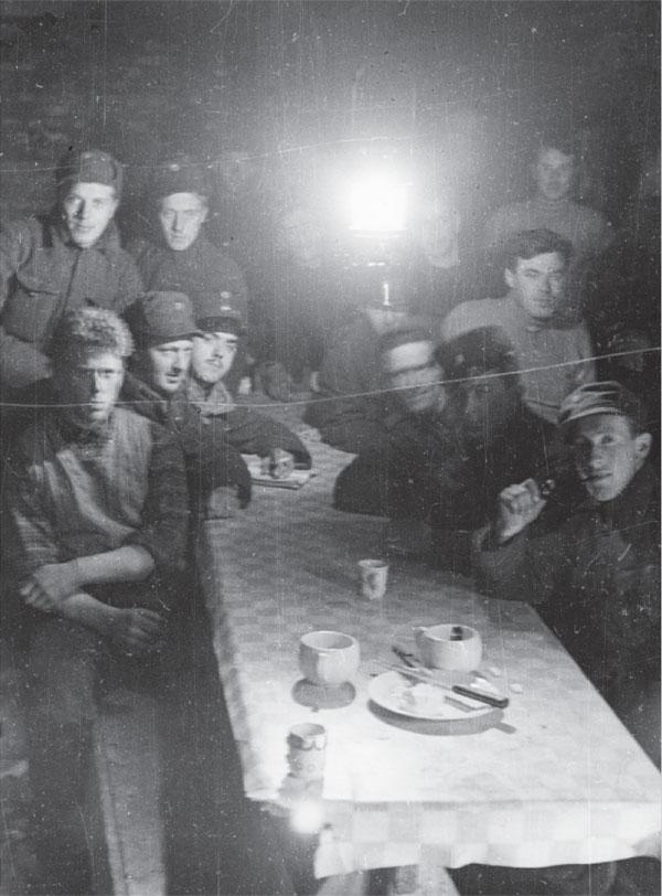 Hegra_Fortress_-_soldiers_1940.jpg