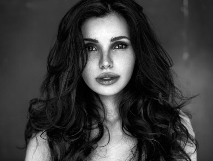 Портреты девушек фотографа Питера Коулсона (22 фото)