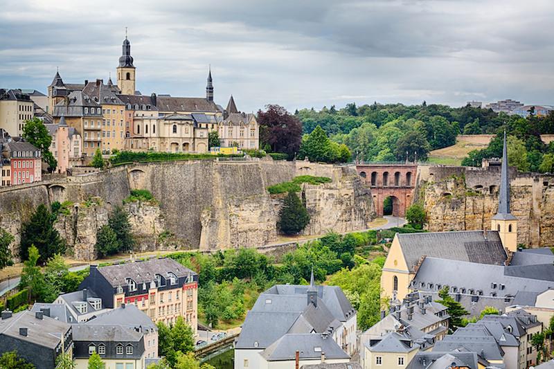 Всего в двух часах езды к юго-востоку от Брюсселя находится Люксембург. Столица Люксембург разделена