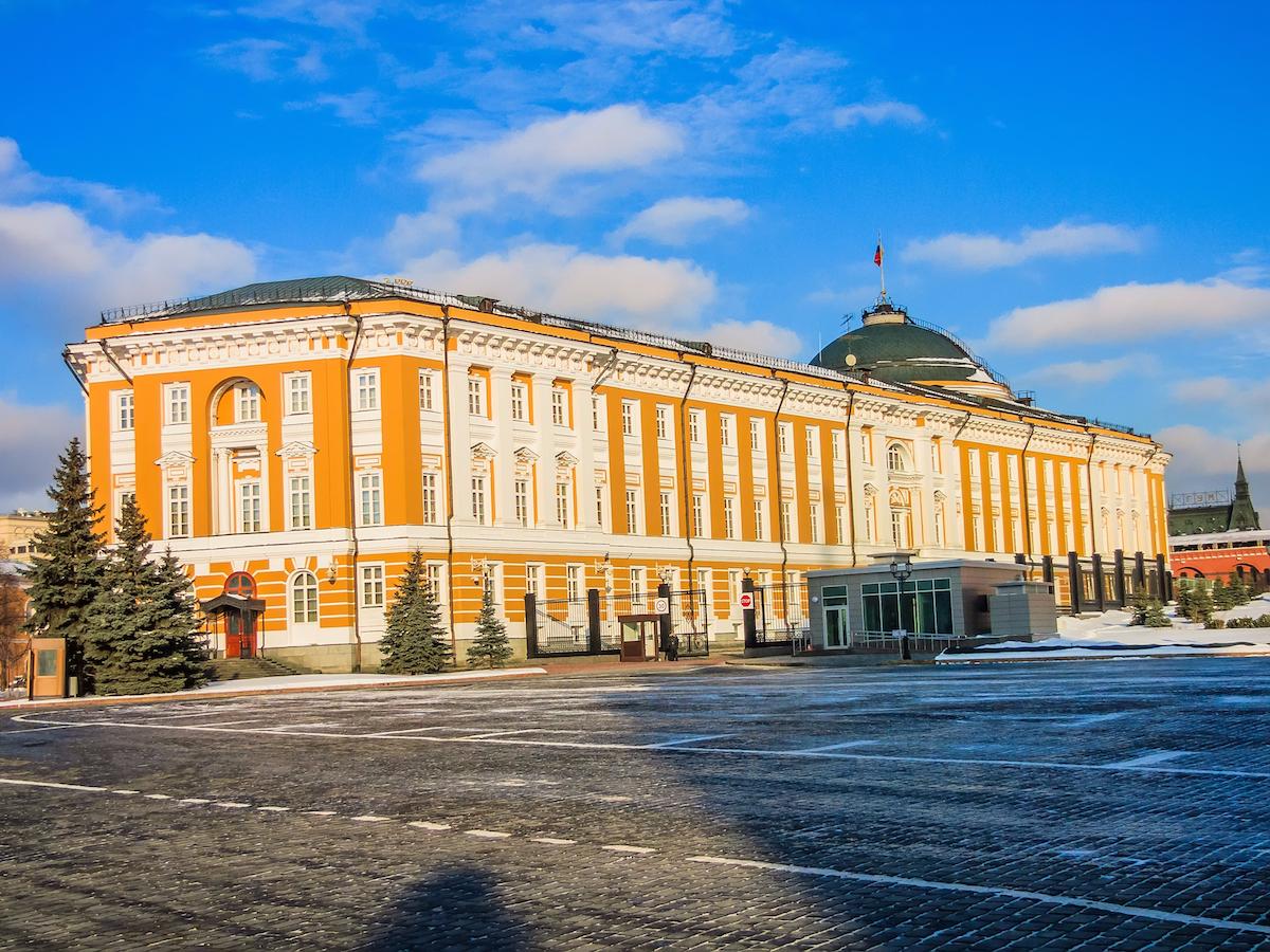 Сенатский дворец на территории Кремля — официальная резиденция Владимира Путина.