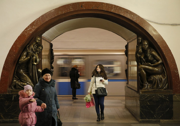 1. Логотипом Московского метрополитена является большая буква М русского алфавита красного цвет