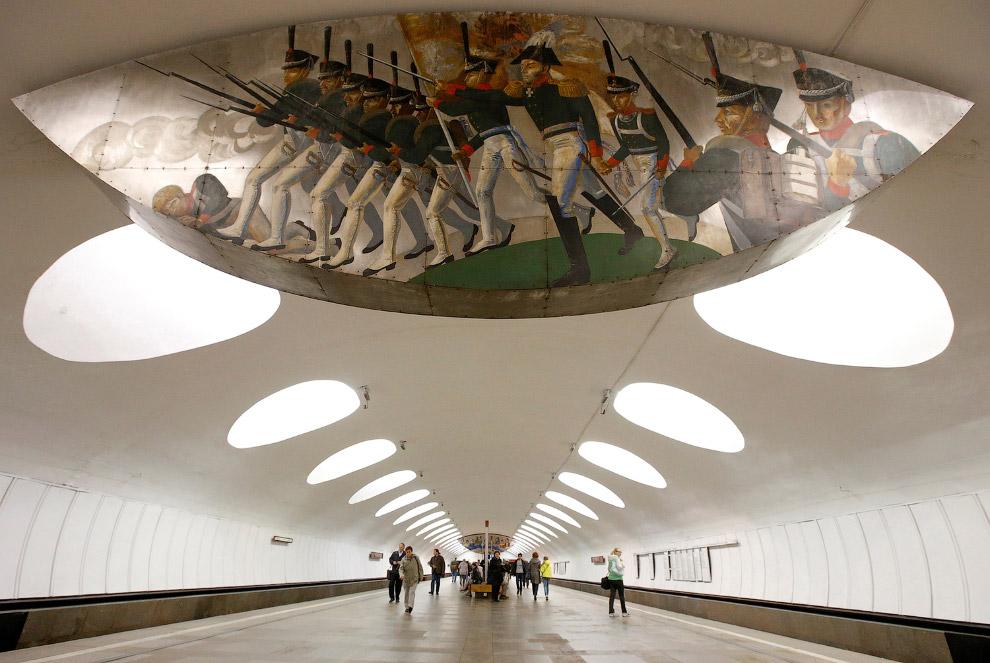 Во время Великой Отечественной войны метро использовалось как бомбоубежище. За время авианалёто