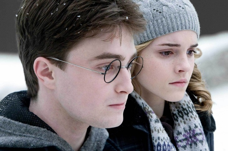 8. Роулинг написала альтернативную концовку эпопеи о Гарри Поттере. Сама она хотела, чтобы в итоге Г