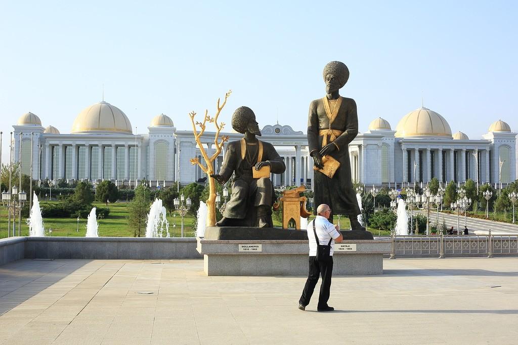 12. За последние годы построены невероятной красоты музеи, а по всему городу установлены сотни скуль