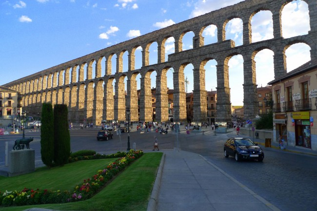 Акведук в Сеговии — национальное достояние Испании. С 1985 года объект включен в реестр ЮНЕСКО.