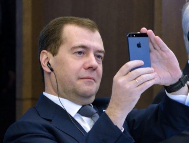 Transparency просит Путина проверить Медведева накоррупцию